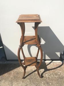 Tavolino portavaso in legno di noce.Periodo Luigi Filippo.