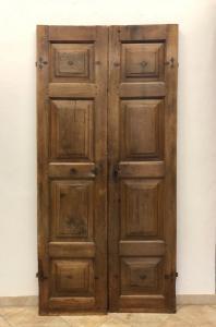 Дверь из пьемонтского ореха
