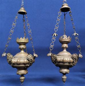 2 grandi lampade votive in metallo sbalzato - Italia XIX sec.