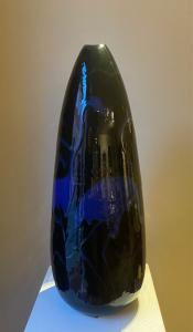 Vaso in maiolica nero con fenicotteri blu