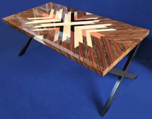 Grande scrivania design in radica e metallo nero - XX sec.