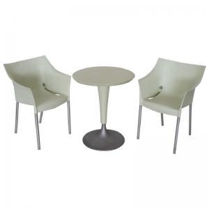 Philippe Starck在Kartell 1990年设计的餐桌和两把椅子价格面议