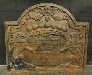 p21 - piastra in ghisa con leoni e stemma, misura cm l 80 x h 68