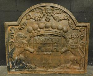 p21-带有狮子和徽章的铸铁板,尺寸cm 80 xh 68