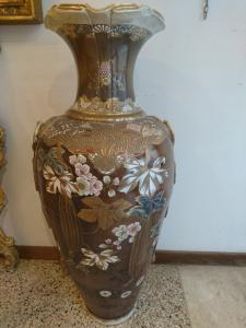 Vase with Japanese decorations