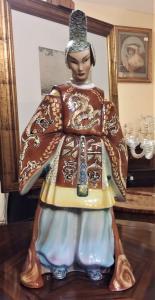 Керамическая статуя