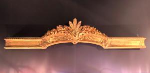 Fregio in legno intagliato con foglia oro ( in origine serviva per sostenere una tenda).Periodo direttorio.