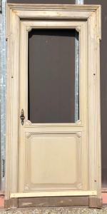 sola puerta con vidrio
