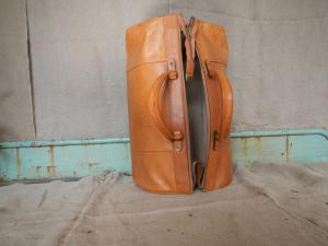 doctor's bag in 70s leather