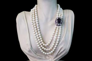 White pearls necklace, Madacascar amethyst and diamonds