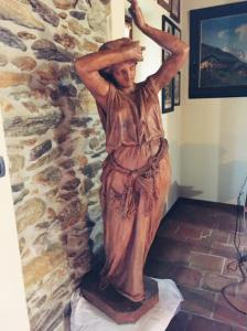 Antica ed Importante Statua Toscana Raffigurante Figura Femminile