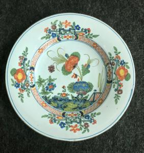 Plate in majolica decorated with 'carnation', Manifattura Ferniani, Faenza
