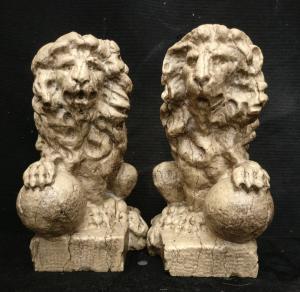 Elegante coppia di piccoli Leoncini Veneziani - H 25 cm - Fine '700 - Marmo d'Istria