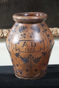 Anfora in terracotta datata 1575, altezza cm 50