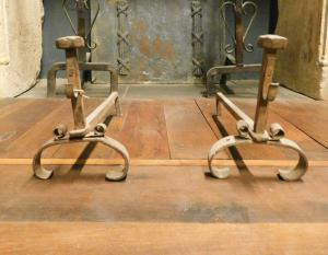al186 - pair of iron firedogs, eighteenth century, cm l 18 xh 24