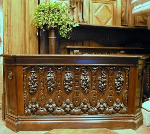 richly carved walnut, mis darb204 counter. cm 210 x 165 h 104
