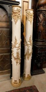 dars242 pair of wooden columns lacquered with gilded sculptures