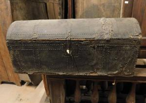 panc59 trunk lined in leather, mis. 125 x 44 cm, 54 cm high