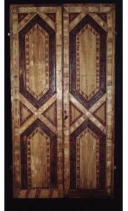 Изысканная флорентийская дверь, окрашенная в центре