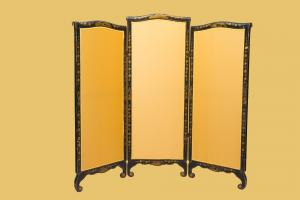 Chinoiserie screen, of French origin, made in the mid-19th century