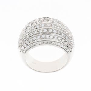 Anello in oro bianco con pavé di diamanti