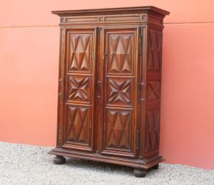 Armadio due ante Luigi XIII in legno massello di noce e faggio, '700 - L 170 cm!