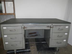 70年代的金属办公桌