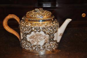 Cafetera en porcelana y plata