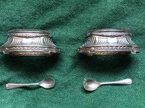 Coppia di saliere in argento con motivi geometrici e floreali Impero.Francia.