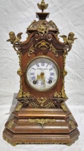 Mahagoni-Holzuhr und österreichische Bronzen von 1870/90