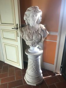 Busto com base no busto de mármore 77x 50 base 68x30