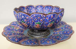 Coppa con piatto in rame smaltato policromo - Persia XIX sec.