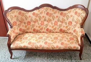 Antico e affascinante divano in noce massello metà sec XIX Luigi Filippo