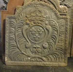 p229-铸铁板纹章和冠,十八世纪,尺寸cm 56 xh 58