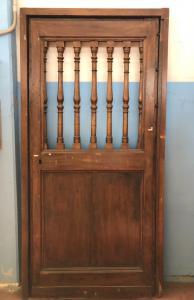 Дверь в ореховый лист с рамой