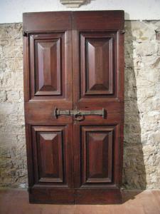 """Puerta con azulejos """"punta de diamante"""" del siglo XVII"""