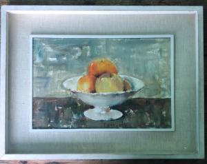 在描述花瓶用果子的帆布的油画签署的Tugnoli。