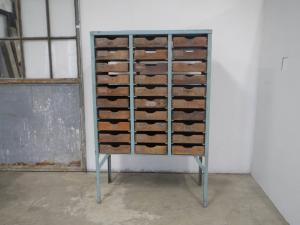 cassettiera  anni 70 legno e metallo