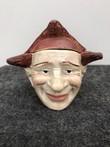 陶器鼻烟壶描绘一个小丑的头。法国