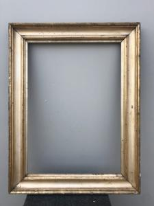 Frame in carved wood and gold leaf.