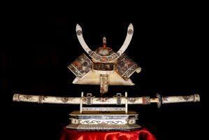 象牙kabuto和katana日本明治时代(19世纪)