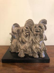 一个对的雕塑在赤土陶器的狗与木基地Cacciapuoti制造,米兰。