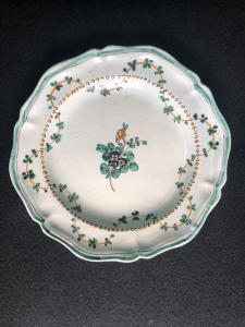 Majolica plate with floral decoration and festoons'Cerreto Sannita.