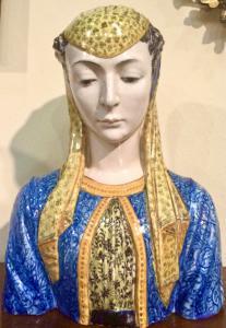 Grande busto in maiolica raffigurante figura femminile rinascimentale.Manifattura Cantagalli,Firenze.