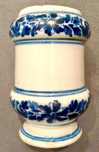 Vaso de carretel de anepígrafe Albarello em faiança com decoração turquesa e motivo floral.