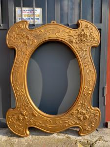 Goldener Spiegelrahmen des ursprünglichen Jugendstils Liberty