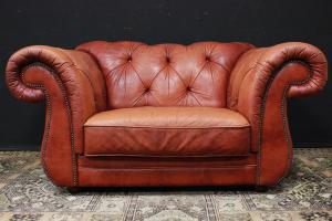Sofá de dos plazas original Chesterfield en cuero naranja
