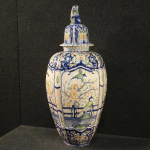 Итальянская ваза из расписной керамики
