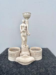 Oliera in terraglia traforata con due portasale a forma di figura neoclassica.Manifattura veneta,periodo impero.