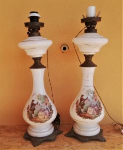 coppia di lampade, con scena galante